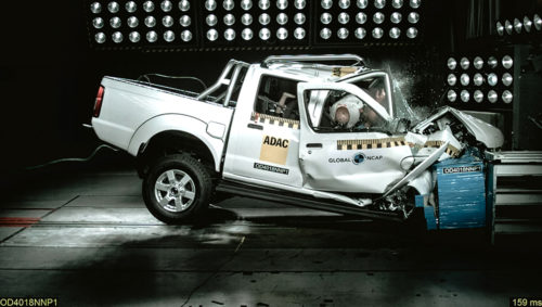 Nissan NP300 crash test