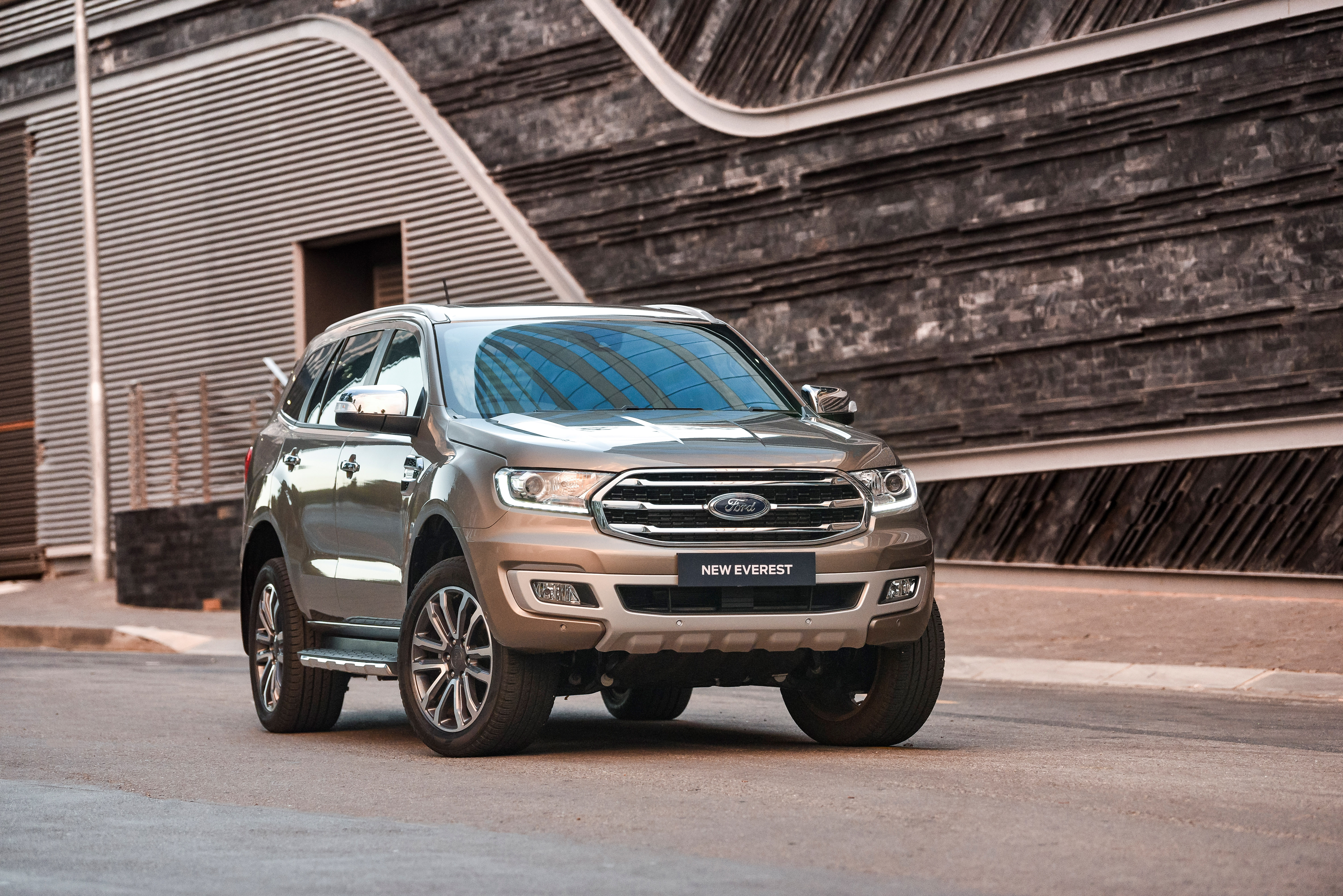 ford-everest-limited_103